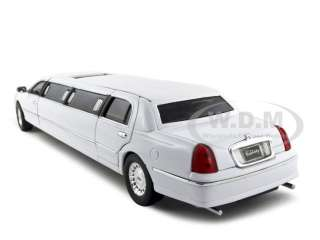 LINCOLN TOWN CAR LIMOUSINE 1/24 CELEBRITY LIMO WHITE