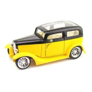 1931 Ford Model A Sedan 1/18 Yellow/Black Toys & Games